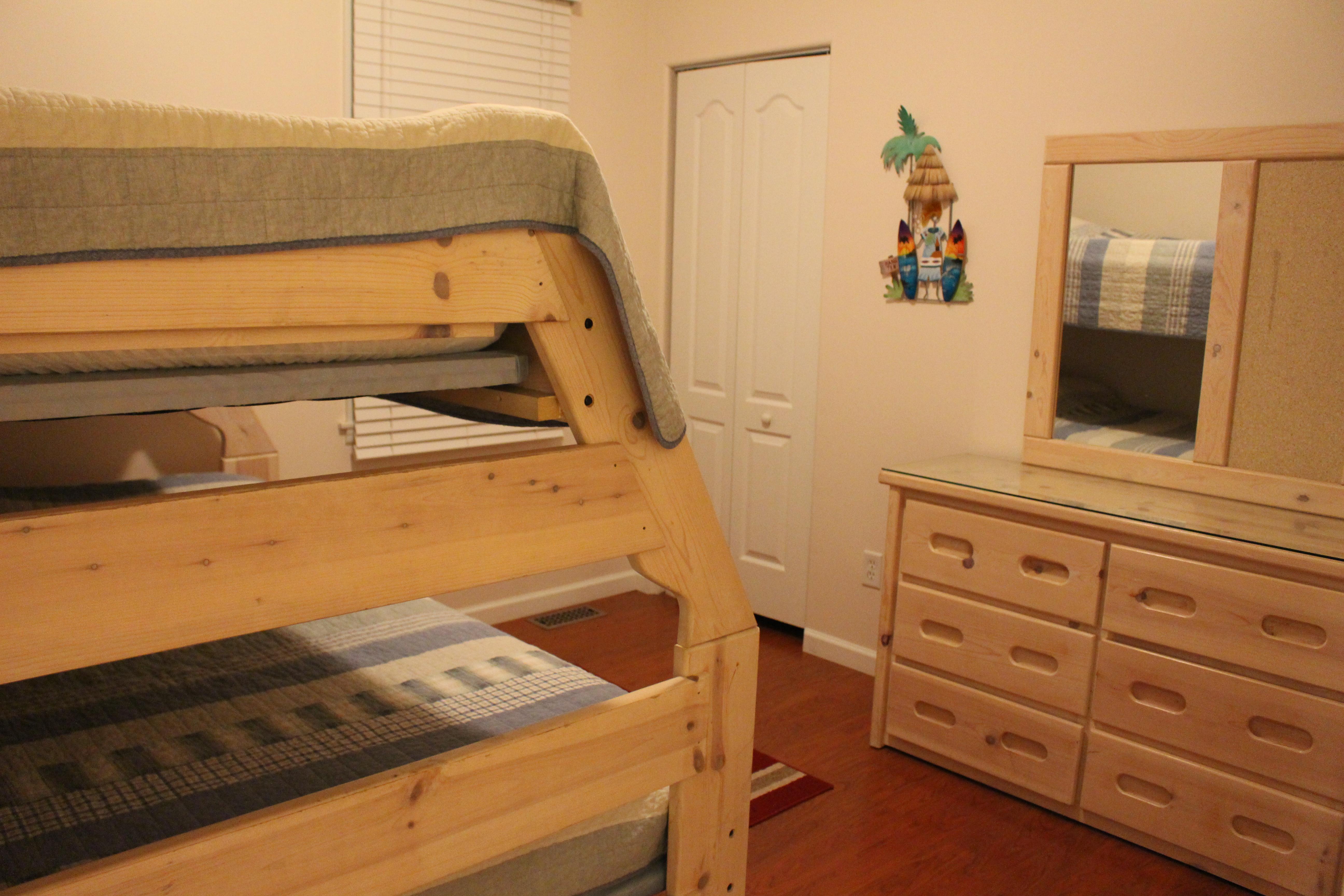 Twin/full bunk