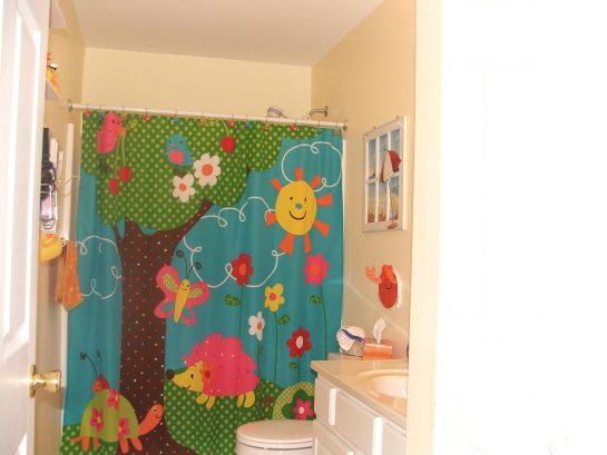 Hall, full bath, blow dryer, curling iron, towels