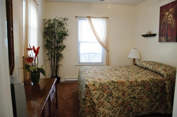 Suite C - Spacious 575 sq. ft., 1 Bedroom, sleeps 6