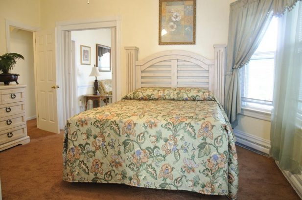 Suite D - Spacious 575 sq. ft., 1 Bedroom, sleeps 6