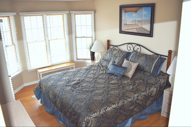 Master bedroom, new luxury mattress and furniture coming 2020,  with on-suite, King Size bed, flat screen TV, private deck (1st floor)