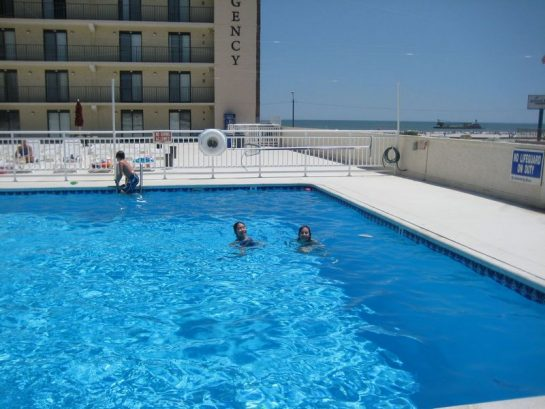 Large pool with kiddy section