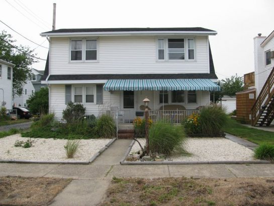 1 House  With 2 Great Floors, Check it Out