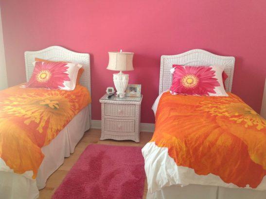 2nd FL. BR, 2 Twin Beds & Tv Access To Jack & Jill Bathroom