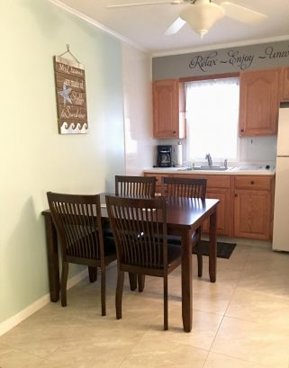 Eat in kitchen/dining area