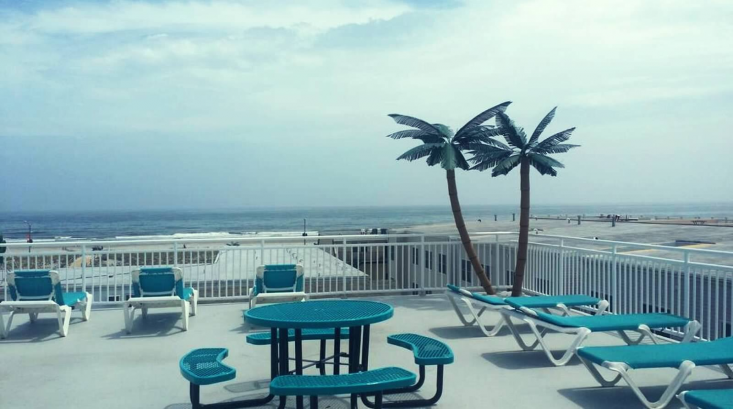 Sundeck with ocean and island views!