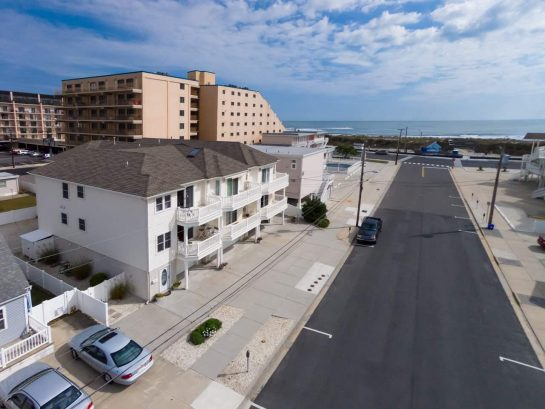 Location - 2 floor townhouse, steps to 7th Ave. beach