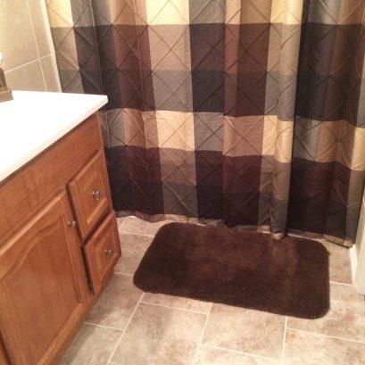 MAIN HOUSE Bathroom with Shower