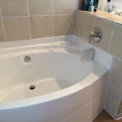 MAIN HOUSE Master Bath with Jacuzzi