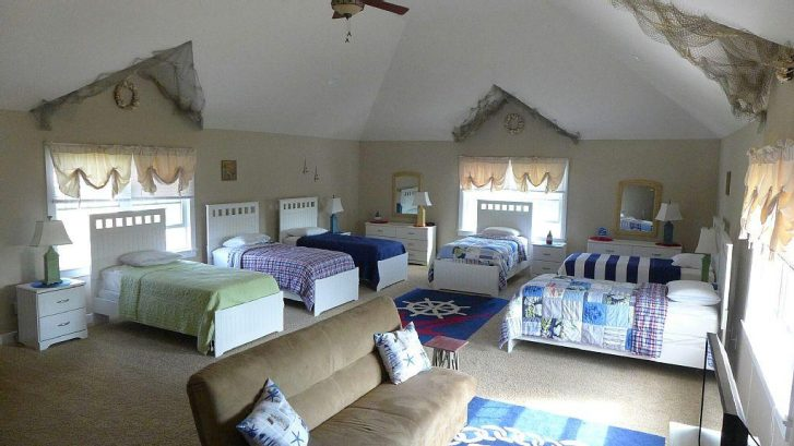 'All In' Bedroom- 6 Twin Beds. Couch and XBox!!!!