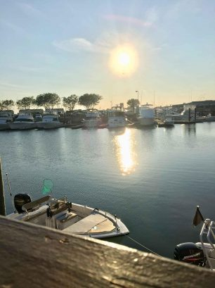 Close to the bay with dining and deep-sea fishing