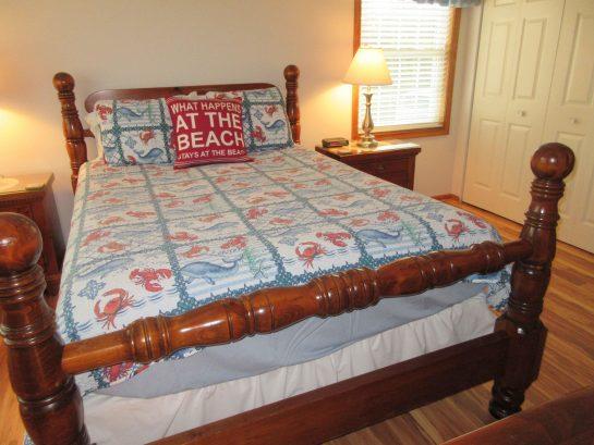 1st Fl Master Queen Bed