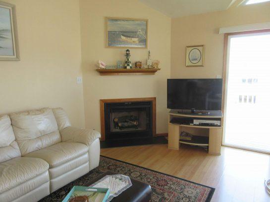 Living Room/Dinning area 2nd fl