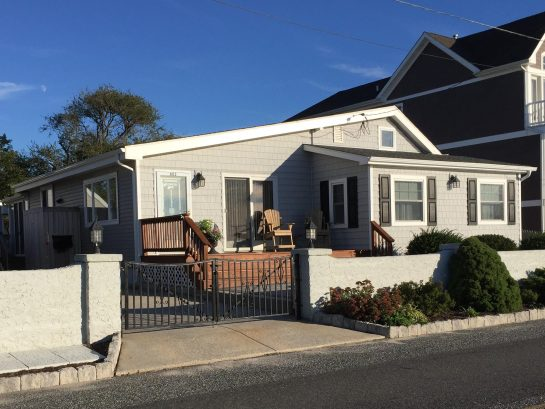 View of Townbank Beach House from street.