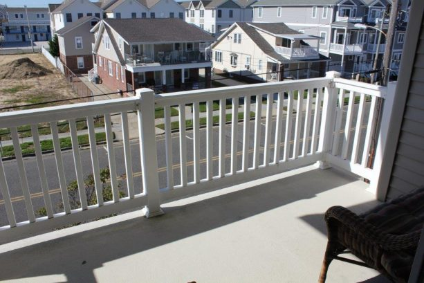 2nd floor balcony off master bedroom, great for viewing the Fri. night fireworks