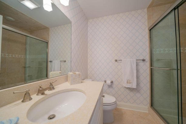 1st Floor Suite Bathroom