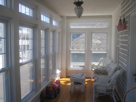 Beautiful Airy Front Porch --- Perfect for coffee, tea or glass of wine!