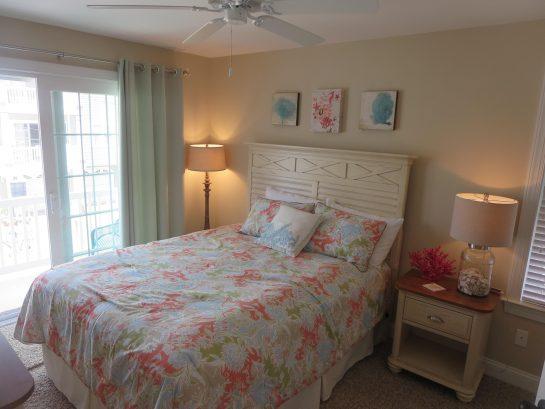 Master - Bedroom #1 - Queen bed - Private bathroom & back deck