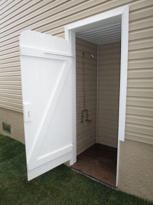 External enclosed Hot/Cold shower