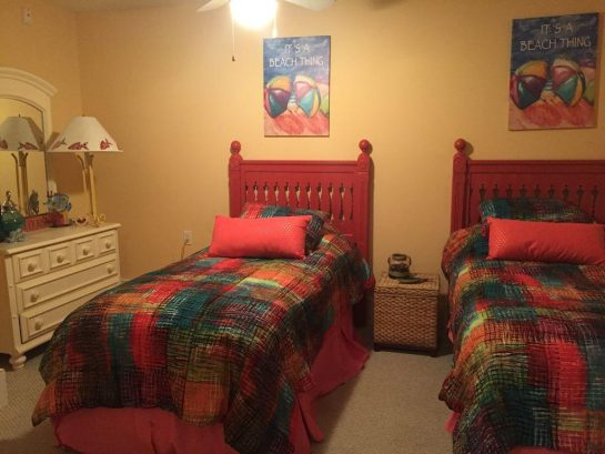 Twin bedroom with TV/DVD