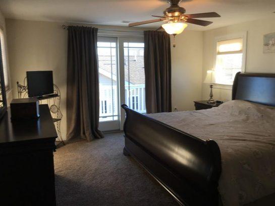 3rd floor master bedroom w/deck