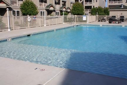 Pool with large area for little ones.