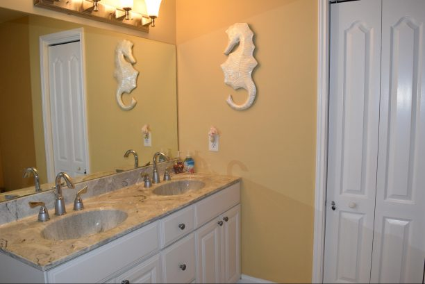 MASTER BATH WITH JETTED TUB/SHOWER