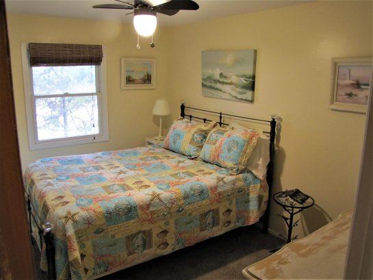 BEDROOM 3 - 1 - QUEEN BED