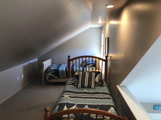 Loft sleeping area: 2 twins