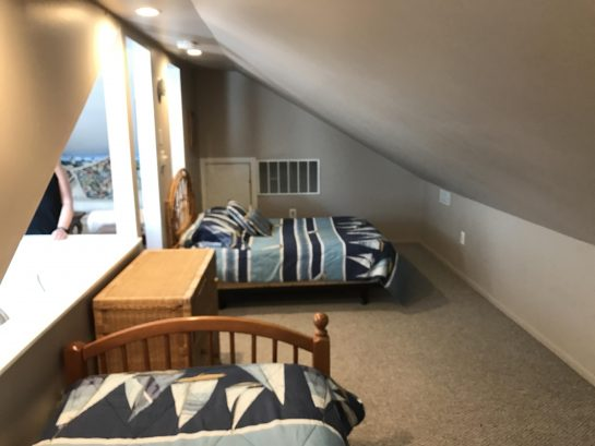 Loft sleeping area: 1 full