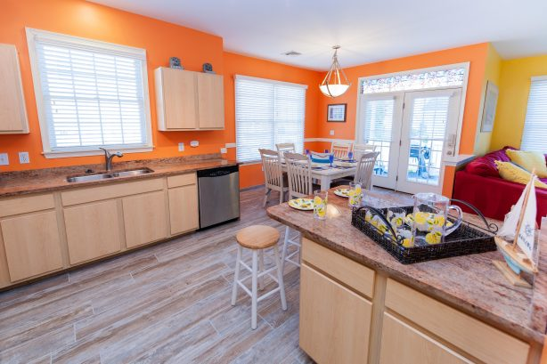 ❤️Experience for yourself our Gourmet Kitchen with granite countertops, tile floor, and beautiful lighting! Take advantage of the HUGE kitchen island for your tasty treats and drinks! The kitchen is Stocked with Everything you could need! WOW!