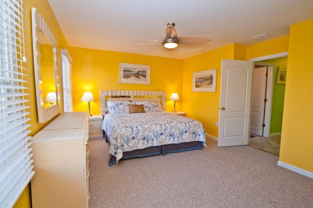 ❤️After a fun day get a Great Nights Rest in your large and comfortable master bedroom! Use the Luxury En-Suite with your own walk-in-shower. No expense was spared in ensuing you can enjoy a high quality King Size mattress and very soft bed linens. We pro