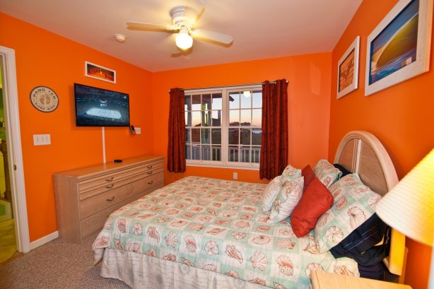 ❤️After a great day out on the town get a Great Nights Rest in your large and comfortable 2nd bedroom! Enjoy great ocean and water views from the window or better yet go out onto the outside deck to enjoy the views and the fresh sea air! No expense was sp