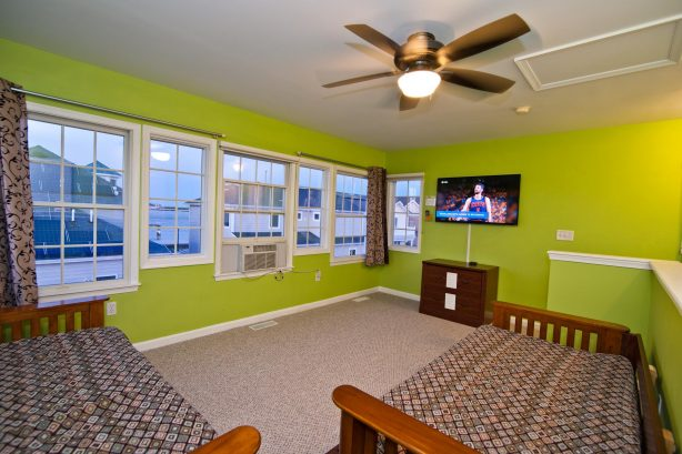 ❤️You will feel like royalty in your THIRD FLOOR loft! Not too many home have three stories but the Lucky Beach House does!! The bird eye views from this location of the ocean and inlet are incredible, you will not forget it! Use two very comfortable high