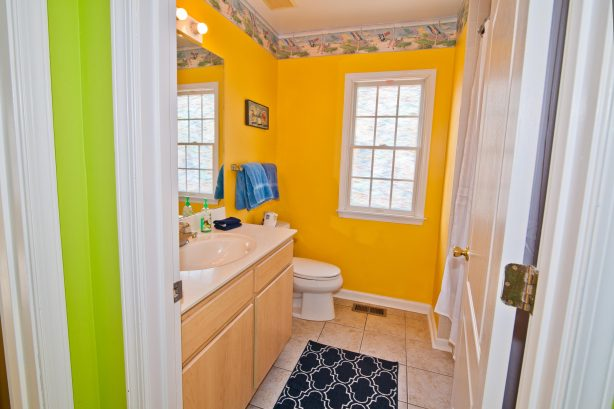 ❤️Many reviews note how much they LOVE having three Bathrooms! The bathroom is decorated with fun Beach themed decorations and is always immaculately clean! All towels are fresh and clean and provided by us! WOW!