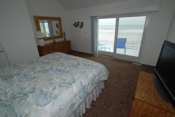 Master BR w/ deck and ocean view